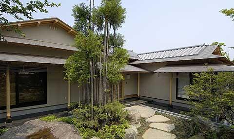 T邸 木造瓦銅板葺平屋建