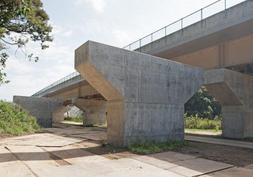 首都圏中央連絡自動車道清水橋(下部工)工事